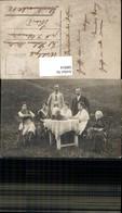 580814,Gruppenbild Familie B. Tisch Blumenstrauß - Ansichtskarten