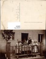 580818,Gruppenbild Familie Auf Balkon Terrasse Sticken Mode Haarschleife - Ansichtskarten