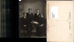 580831,Gruppenbild Familie Frau M. Söhne Männer Buch Lesen Schweiz Pub J. Groepler La - Ansichtskarten