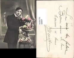 580847,Mann Anzug Vase Rosen Blumen - Männer