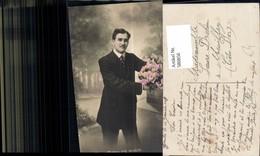 580850,Mann Anzug Strauß Rosen Blumen - Männer