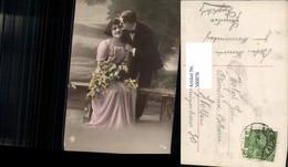 580878,Paar Liebe Kuss Wange Blumenstrauß - Paare