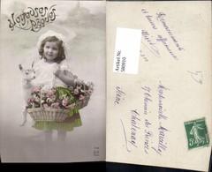 580910,Kind Mädchen M. Lamm Spitzenhaube Korb M. Blumen - Kinder