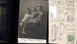 580918,Gruppenbild Drei Kinder Bub Junge Mädchen Haarschleife - Kinder