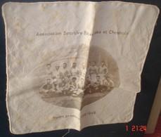 ASSOCIATION SPORTIVE BITERROISE ET CHEMINOTS.1948 - 1949.Sur Mouchoir De 22 X 22.Quelques Rousseurs.rare - Rugby