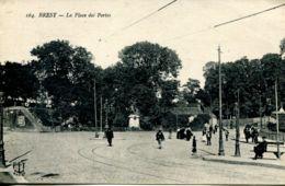N°65137 -cpa Brest -la Place Des Portes- - Brest