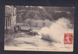 Villefranche Sur Mer (06) Une Vague Un Jour De Tempete ( Ed. Arnault) - Villefranche-sur-Mer