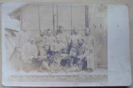 GROUPE  DE  MILITAIRES   CARTE  PHOTO   MITRAILLEUSE    No   413  SUR  LE  COL - Régiments