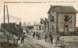 CPA - BERGERES-les-VERTUS (51) - Aspect Du Train Entrant En Gare Le Jour De L'inauguration En 1917 - Other Municipalities