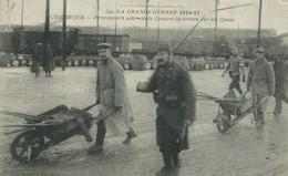 59)  DUNKERQUE  -  Prisonniers Allemands Faisant La Corvée Sur Les Quais - Dunkerque