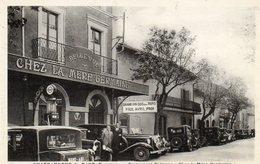 CPA - CHATEAUNEUF-du-PAPE (84) - Automobiles Rétros Devant Le Restaurant Chez La Mère Germaine- Pompe-essence Standart - Chateauneuf Du Pape