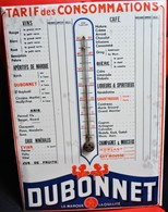 Rare Plaque Glaçoide  Sur Carton Publicitaire Dubonnet Tarif Des Consommations Avec Thermomètre - Paperboard Signs