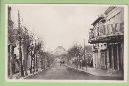 ROCHEFORT SUR MER : L'Avenue Président Wilson Et La Gare.TBE.  2 Scans. Edition Carrière - Rochefort