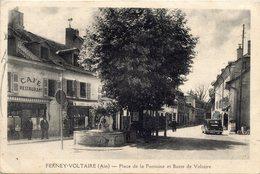 01 FERNEY-VOLTAIRE - PLACE DE LA FONTAINE ET BUSTE DE VOLTAIRE - Ferney-Voltaire