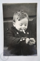 Curious Real Photo Postcard - Small 2- 3 Years Old Child Smoking - Tarjetas Humorísticas