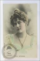 Old  1920s Actress Postcard: Ethel Mathews - Edited Reutlinger Paris - Actores