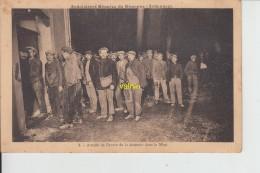 Ardoisieres Reunies De Rimogne Attente De L ' Heure De La Descente Dans La Mine - Frankreich