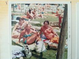 21 PHOTOS COULEURS CARRÉS À BORDS BLANCS VACANCES FAMILLE PISCINE MAILLOTS ESPAGNE ? ANNÉES 1960 - 1970 - Luoghi