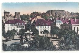 CPSM  FORMAT CPA . BELFORT . PLACE DE LA REPUBLIQUE ET MONUMENT DES TROIS SIEGES . AFFR AU VERSO LE 13-8-1954 .2 SCANES - Giromagny