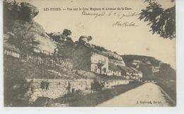 LES EYZIES - Vue Sur Le Cros Magnon Et Avenue De La Gare - France