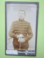 Militaire En Tenue (Col 5) Appuyé Sur Son Sabre - CPA Carte Photo Guerre 14-18 - L.Compoint à Fontainebleau - War, Military