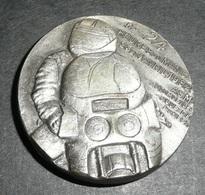 Rare Vintage Badge Métal, 24 Heures Du Mans MOTO 1982, ASM Automobile Club De L'Ouest, ACO - Habillement, Souvenirs & Autres