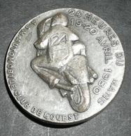 Rare Vintage Badge Métal, 24 Heures Du Mans MOTO 1980, ASM Automobile Club De L'Ouest, ACO - Habillement, Souvenirs & Autres