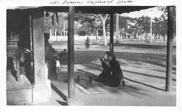 P-T2-18-5800 :  VIET-NAM. DES FEMMES IMPLORANT BOUDA. - Bouddhisme