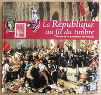 FRANCE               LA REPUBLIQUE AU FIL DU TIMBRE - Sonstige Bücher