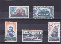 FRANCE 1971-1975 BATEAUX Yvert 1674 + 1717 + 1762 + 1791 + 1862 NEUF** MNH Cote : 4,60 Euros - France
