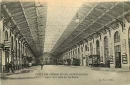 PARIS    LE METRO  Greve Des Chemins De Fer GARE SAINT LAZARE  Aspect De La Salle Des Pas Perdus - Stations, Underground
