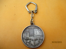 Porte-clé Publicitaire Métallique/Ameublement/Meubles GUITARD/ Av Garibaldi/LIMOGES/ Aluminium/Vers 1960-1980     POC359 - Key-rings