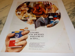 ANCIENNE PUBLICITE UNE JOURNEE CIGARETTE FRANCAISE 1969 - Tabac (objets Liés)