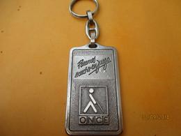 Porte-clé Publicitaire /Jeux ONCE/ Buenos Mucho En Juegos/ Bronze Nickelé/Cuivre/Vers 1960-1980          POC366 - Key-rings