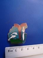 BROCHE  NO Pin's  ROGER GALLET. PARFUM.  DAUPHIN P 57 - Pin's