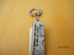 Porte-clé Publicitaire/Presse Régionale/L'YONNE REPUBLICAINE/Plastique/Vers 1960-1970  POC371 - Key-rings
