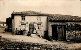 CARTE PHOTO - Le Mâconnais La Grange-du-Bois La Place PROTAT Aubergiste - SAÔNE-ET-LOIRE  B.Etat - Autres Communes