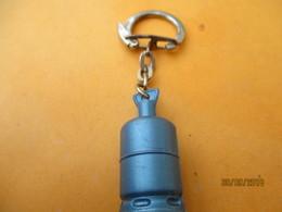 Porte-clé Publicitaire/Gaz/ BUTAGAZ/Petite Bonbonne/   Plastique/Vers 1960-1970  POC403 - Key-rings