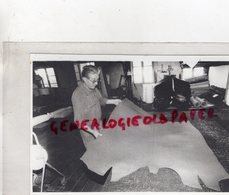 87- BELLAC- EUGENE LAFORGERIE TANNERIE SANTROT-MEGISSERIE CUIR TANNEUR MEGISSIER-  RARE PHOTO ORIGINALE 1990 - Persone Identificate