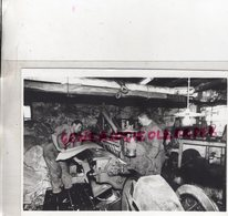 87- BELLAC-  TANNERIE SANTROT-INTERIEUR MEGISSERIE CUIR TANNEUR MEGISSIER-  RARE PHOTO ORIGINALE 1990 - Persone Identificate