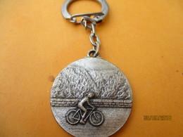 Porte-clé Commémoratif/Sport/ FFCT/Brevet Gaston Clément/150 Kilométres/Beraudy AMBERT /vers 1960-70    POC411 - Key-rings