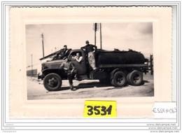 7977 ESSENCE3   AK PC  PHOTOGRAPHIE 14X9  3531 CAMION GMC CITERNE CARBURANT COMPAGNIE SUNIC PETROLE - Camion, Tir