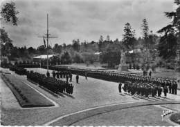 35 - Pont Réan : Centre De Formation Maritime - Prise D'Armes Dans La Cour D'Honneur. 1957 - France