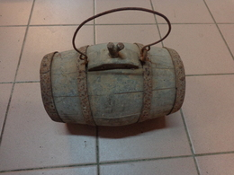 Atypique -barrique- Tonneau En Bois (petit) Long 23.5 Cm Diametre 13cm - Autres Collections