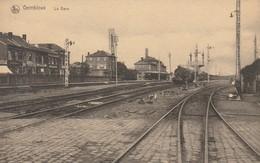 Gembloux  La Gare Rare Avec Train ,café ,magasins N'a Pas Circulé - Gembloux