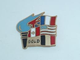 Pin's DRAPEAUX ALLIES, DEBARQUEMENT, PLAGE GOLD - Militaria
