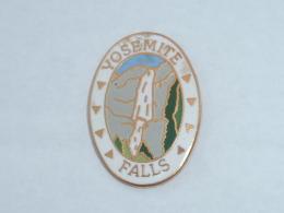 Pin's CHUTE D EAU, YOSEMITE FALL - Villes