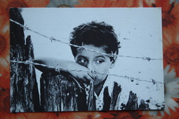 Images Of Nicaragua - Little Boy Behind Barbed Wire - Old Postcard - Nicaragua