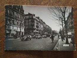 Paris 5 ème - Le Boulevard Saint Michel - Autos Citroen 2 CV - Hotel, Commerce D'armes De Chasse Et De Tir - Arrondissement: 05