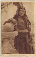 Femme Arabe à La Fontaine - Joli Portrait - Non Classés